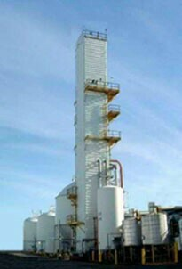 Tonnage merchant liquid plants employ air separation and liquefaction technologies to manufacture commercial gas and liquid nitrogen, oxygen and argon.